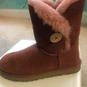 UGG Shoes - Garnet Ugg Short Boots